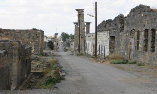Zdjecie SYRIA / - / Bosra / Ulica z rzymskich czasów 1