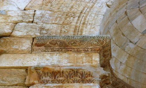 Zdjęcie SYRIA / - / Kalat Seman / Bizantyjski kapitel - V w.