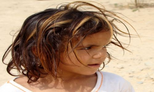 Zdjęcie SYRIA / Pustynia Syryjska / Palmyra / Dziewczynka