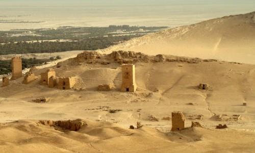 Zdjecie SYRIA / Pustynia Syryjska / Palmyra / Wie�e grobowe