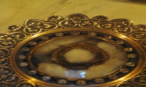 Zdjecie SYRIA / - / Suwajda / Relikwiarz  z fragmentem sukni Maryi