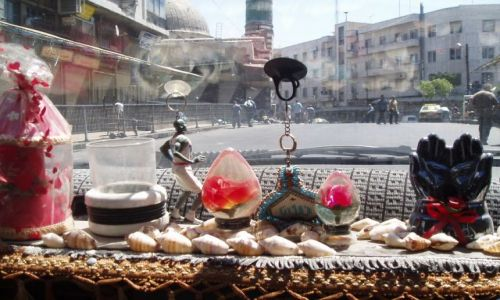 Zdjecie SYRIA / gdzieś koło Allepo / taksówka :))) / Sztuka zdobienia deski rozdzielczej