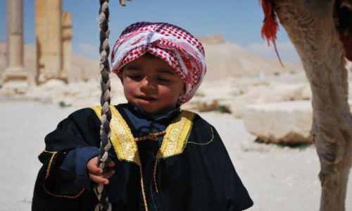 Zdjęcie SYRIA / Syria / Palmyra / Dzieciak z Palmyry