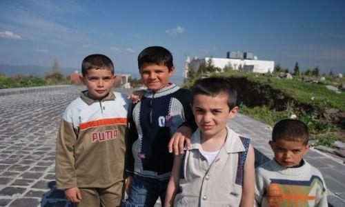 Zdjęcie SYRIA / okolice zamku Krak des Chevaliers / Syria / Dzieci z ulicy