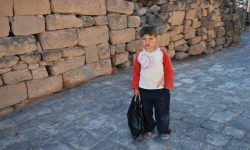 Zdjecie SYRIA / Basra / Syria / Dzieciak z uliczek Basry