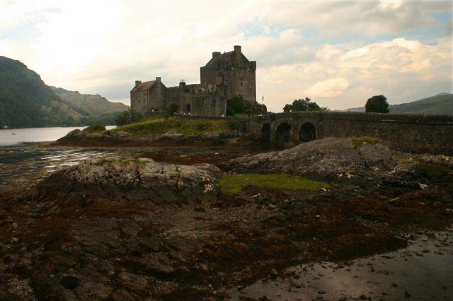 Zdj�cia: Tu� przed mostem na wysp� Skye, Highland's, Eilean Donan Castle, SZKOCJA