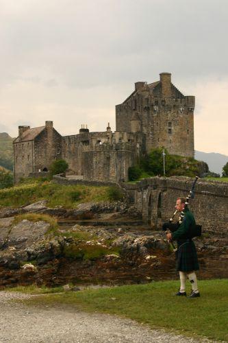 Zdjęcia: Tuż przed mostem na wyspę Skye, Highland's, Eilean Donan Castle, SZKOCJA