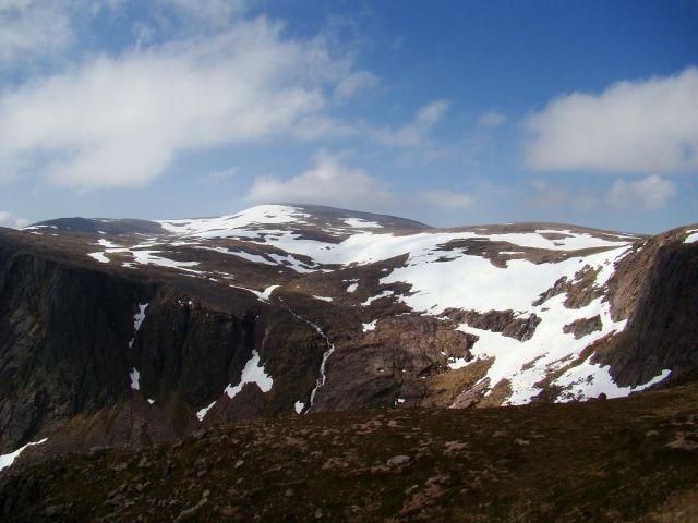 Zdj�cia: wodospad spadajacy do Loch Avon, Cairngorms Mountains, to tu tworza sie strumienie ,ktore zmieniaja sie w rzeki, SZKOCJA