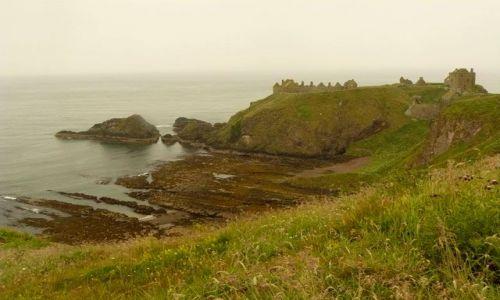 Zdjęcie SZKOCJA / Aberdeen-shire / Stonehaven / przed siedzibą Draculi - Dunnottar Castle