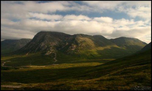 Zdjecie SZKOCJA / Glen Coe / Gdzieś w dolinie / Aż po chmury...