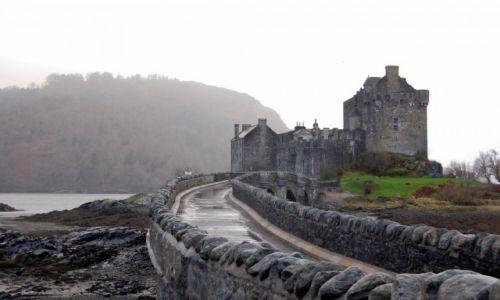 Zdjecie SZKOCJA / Highlands / Eilean Donan / Kołacząc do bram
