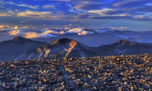 Zdjecie SZKOCJA / Highlands / Ben Nevis / Ben Nevis, widok ze szczytu o wschodzie słońca.