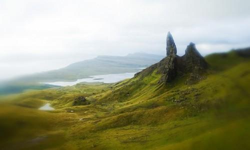 SZKOCJA / Wyspa Skye / Wzgórze Storr  / Stary Człowiek we mgle