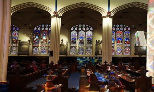 Zdjęcie SZKOCJA / Edynburg / Kościół św. Jana / W tęczowych barwach