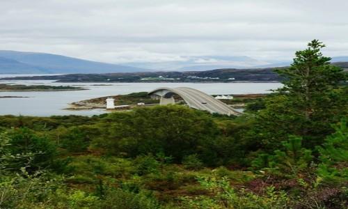 SZKOCJA / Wyspa Skye / Kyleakin / Skye Bridge z drugiej strony