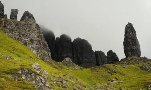 Zdjecie SZKOCJA / Wyspa Skye / Wzgórze Storr / Otulone mgłą