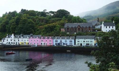 Zdjecie SZKOCJA / Wyspa Skye / Portree / Kolorowe domki