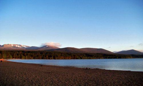 Zdjęcie SZKOCJA / Cairngorms Mountains / Loch Morlich / chlodna plaza