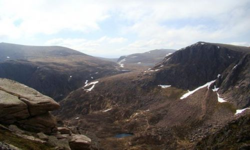 Zdjęcie SZKOCJA / Cairngorms Mountains / w glebi Loch Etchachan / gorzysta kraina