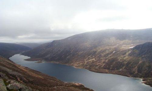 Zdjęcie SZKOCJA / Cairngorms Mountains / Loch Avon / widok na Loch Avon