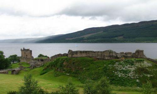 Zdjecie SZKOCJA / brak / Loch Ness / Loch Ness - nadchodzi deszcz