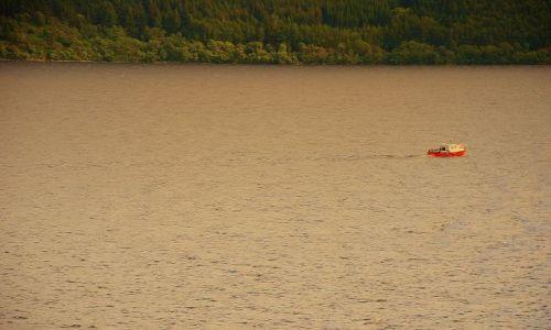 Zdjecie SZKOCJA / płn.-zach.  / Loch Ness  / łódką w poszukiwaniu Stwora