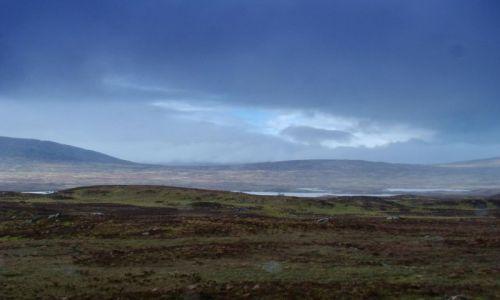 Zdjecie SZKOCJA / Highland /  na drodze A 87 / upragniony kolor niebieski