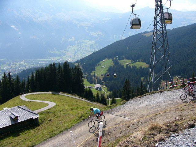 Zdjęcia: Interlaken, Rowerzyści, SZWAJCARIA