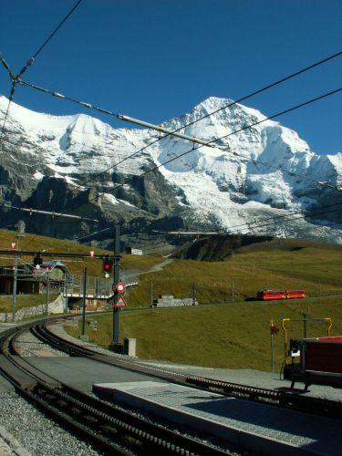 Zdjęcia: Kleine Scheidegg 2061m, Jedyna taka kolejka wąskotorowa, SZWAJCARIA