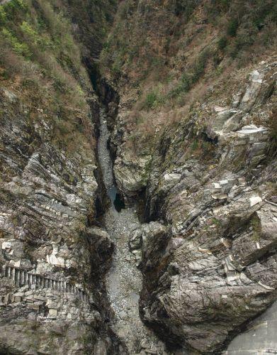 Zdjęcia: tama, Verzasca, 220 metrów w dół, SZWAJCARIA