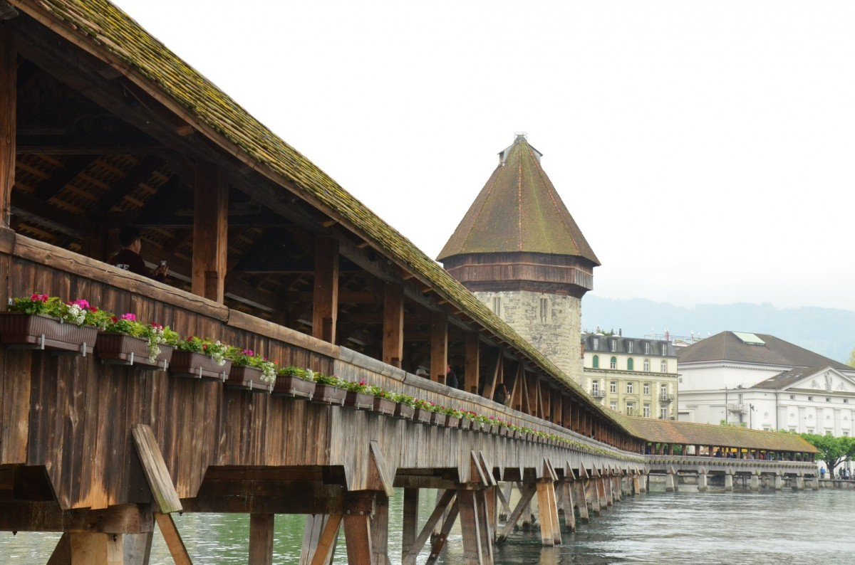 Zdjęcia: na brzegu jeziora Czterech Kantonów, kanton Lucerna, Most przy Kaplicy, Kapellbrucke z 1333 roku, SZWAJCARIA
