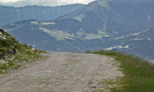 SZWAJCARIA / Góry powyżej miejscowości Laax / Crap Sogn Gion - 2238 m / Droga ze szczytu