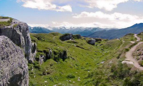 SZWAJCARIA / Valais / okolice lodowca Aletsch / Daleko w oddali widać Matterhorn