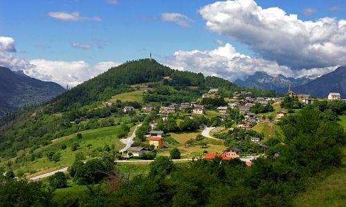 Zdjecie SZWAJCARIA / Valais / Gdzieś po drodze, gdzieś na szlaku.  / Domy na wzgórzu