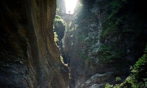 SZWAJCARIA / Kanton Gryzonia (niem. Graubünden) / Via Mala / Mosty nad wielką szeliną