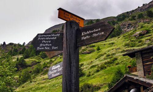 Zdjęcie SZWAJCARIA / Valais / Zermatt / Zermatt okolice na drogowskazie