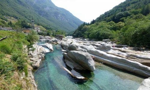 Zdjęcie SZWAJCARIA / - / Lavertezzo / rzeka Verzasca w Lavertezzo