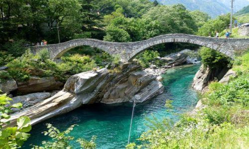 SZWAJCARIA / - / Lavertezzo / jedyny w swoim rodzaju Ponte dei Salti