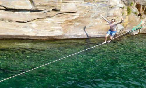 Zdjęcie SZWAJCARIA / - / Lavertezzo / spacer po linie-kanion rzeki Verzasca