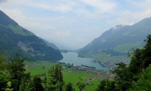 Zdjecie SZWAJCARIA / okolice Luzerny / Jezioro Czterech Kantonów / zamglone spojrzenie na jezioro