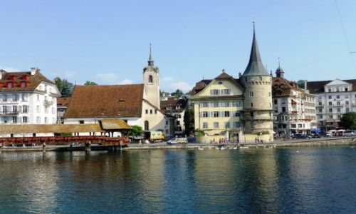Zdjęcie SZWAJCARIA / Lucerna / nad rzeką  Reuss / widok z drugiego brzegu  Rzeki Reuss