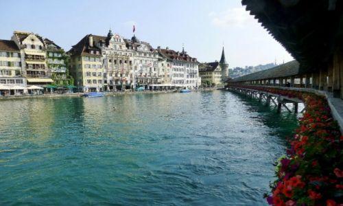 Zdjecie SZWAJCARIA / Lucerna / nad rzeką  Reuss / widok z Kapellbrucke na starówkę