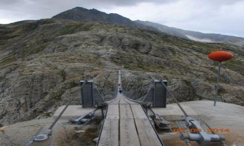Zdjecie SZWAJCARIA / Alpy Szwajcarskie / Gadmen / w�ska �cie�ka