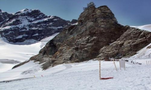 Zdjecie SZWAJCARIA / Alpy Berneńskie / Szczyt Sphinx (3571 m. npm) z obserwatorium astronomicznym / Z przełęczy  Ju