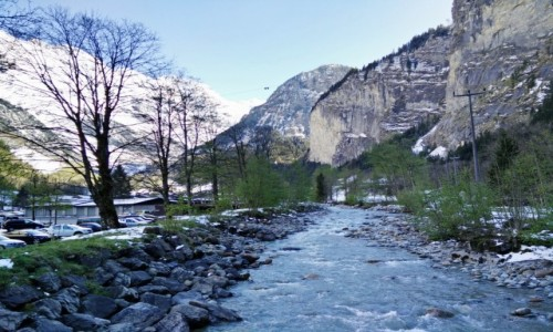 Zdjecie SZWAJCARIA / Lauterbrunnen / Lauterbrunnen / Górski potok
