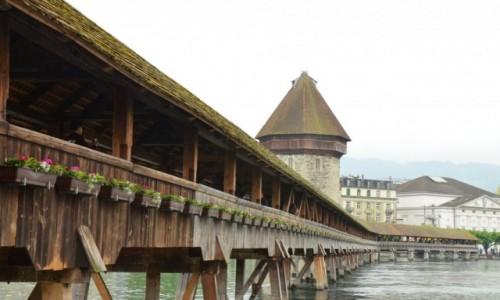 Zdjecie SZWAJCARIA / kanton Lucerna / na brzegu jeziora Czterech Kantonów / Most przy Kaplicy, Kapellbrucke z 1333 roku