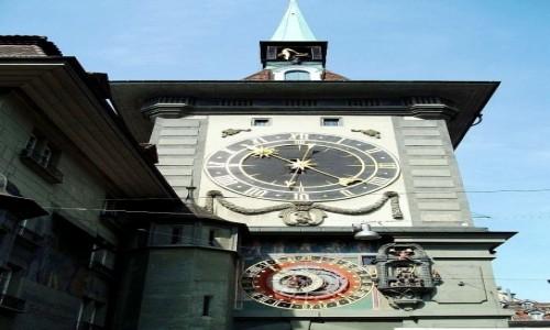 Zdjecie SZWAJCARIA / Berno / Kornhausplatz / Wieża z XIII wieku z zegarem