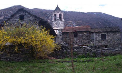 Zdjecie SZWAJCARIA / Vallemaggia / pomiędzy górkami / jeszcze troszkę domków