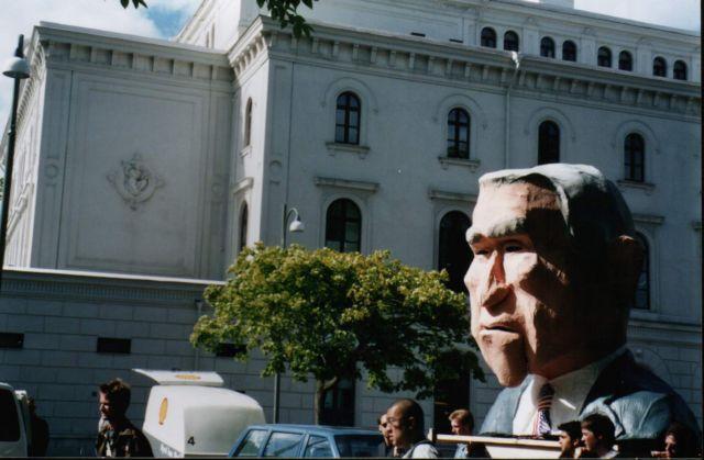 Zdjęcia: Goeteborg, Skandynawia, Bush pod teatrem, SZWECJA