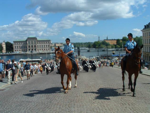 Zdjęcia: Sztokholm, Defilada przed Pałacem Królewskim, SZWECJA